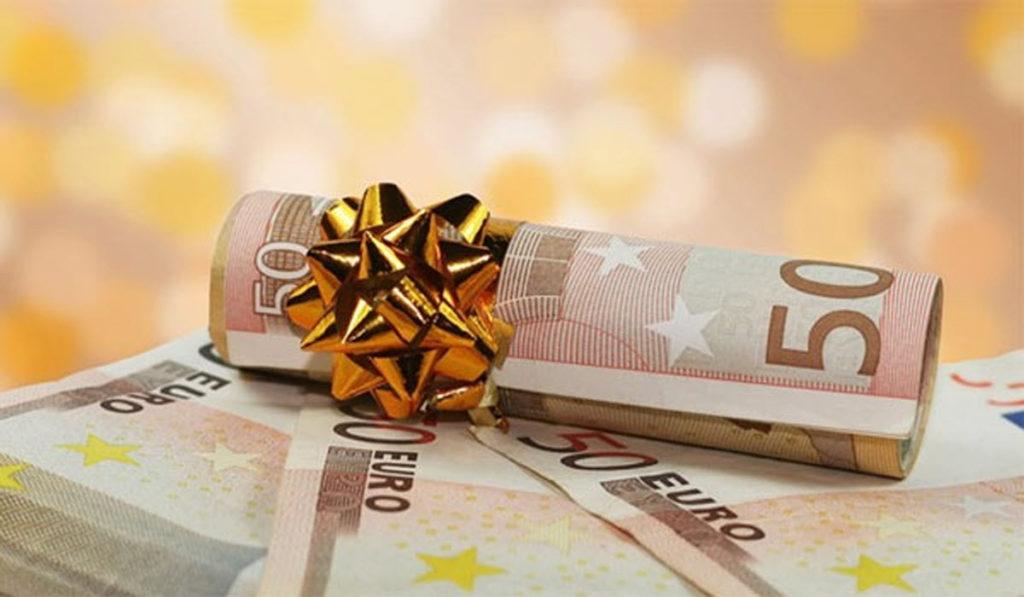 Απόφαση δικαίωσης δημοσίων υπαλλήλων από το Ειρηνοδικείο Θεσσαλονίκης. Επιστρέφουν δώρα και επιδόματα.